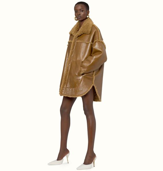 Manteau en peau lainée couleur Caramel, 100% cuir d'agneau, Fenty.