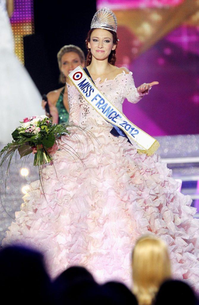 Miss Alsace, Délphine Wespiser élue Miss France 2012 lors de la cérémonie d'élection au Parc des expositions de Penfeld, à Guilers, près de Brest.
