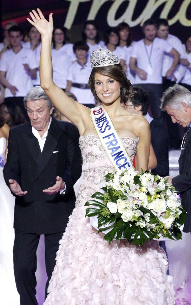 Miss Bretagne, Laury Thilleman élue Miss France 2011 lors de la cérémonie d'élection au Zénith de Caen.