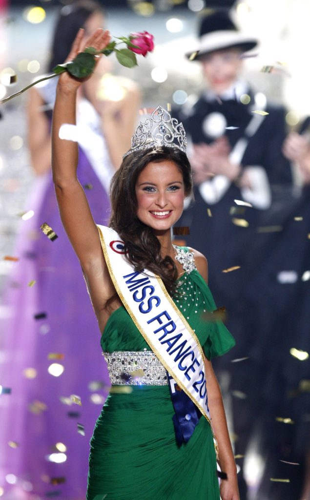 Miss Normandie, Malika Ménard élue Miss France 2010 lors de la cérémonie d'élection au palais Nikaia à Nice.