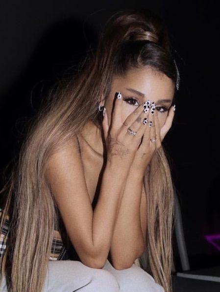 Découvrez Ariana Grande sans maquillage. La star américaine est magnifique au naturel !