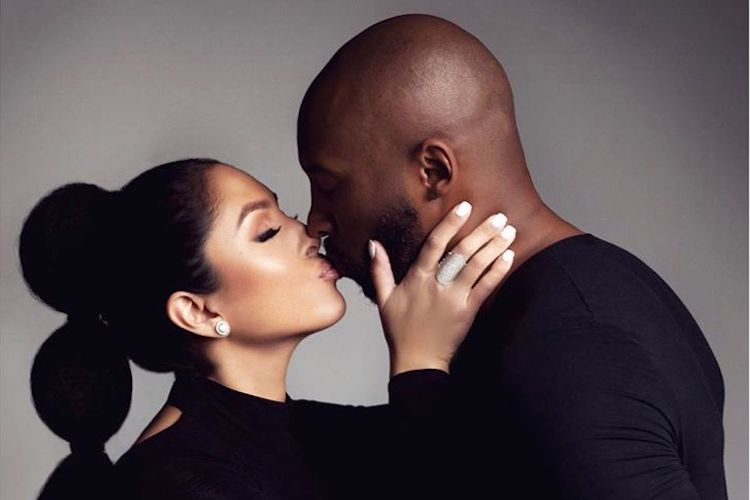 Kobe Bryant embrassant sa femme Vanessa