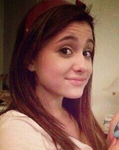 Ariana Grande sans fond de teint. Sa peau est magnifique !