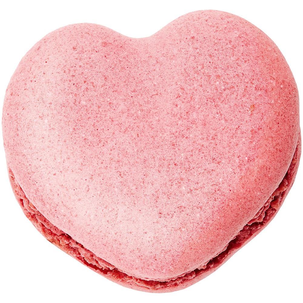 Super Macaron Philtre d'Amour de la Maison Ladurée à l'ocasion de la Saint Valentin. Composition : Ganache au chocolat 55% Itakuja et curcuma, purée de mangue et gingembre