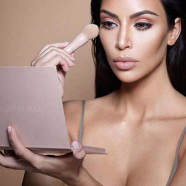 Kim Kardashian sans make up avant après