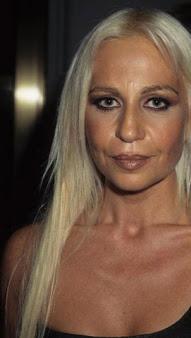 Dontella Versace vers 40 ans