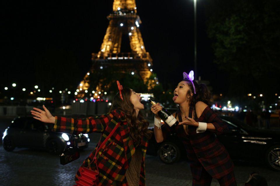 Emily in Paris - Emily Cooper et Mindy  Chen