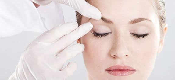 Modifier forme du regard avec le Botox (Foxy Eyes)