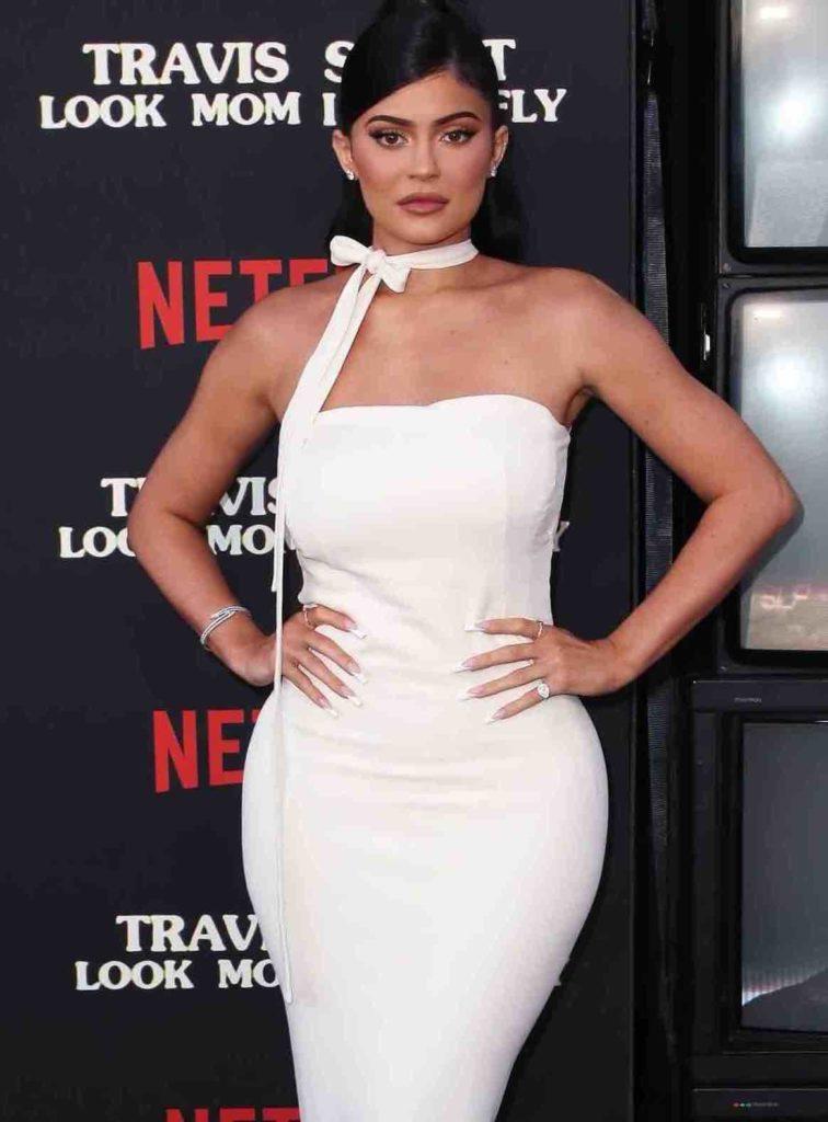 Hanches Kylie Jenner Après Prothèses