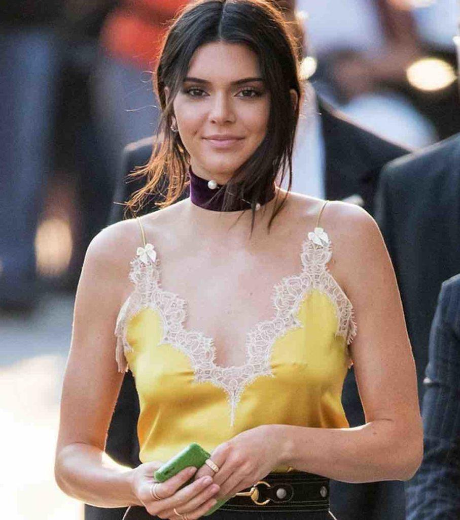 Kendall Jenner Piercing téton